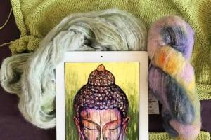 Как украсить вязаное изделие? Вышивка!