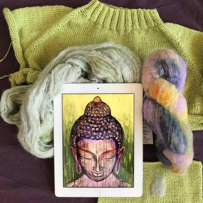 Как украсить вязаное изделие? Вышивка!>