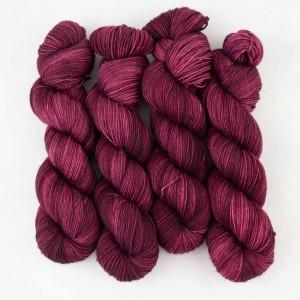 """Стильный бордовый цвет пряжи Fayna """"Burgundy Velvet"""""""