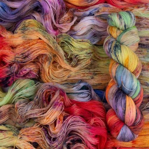 Желанный и вдохновляющий цвет пряжи Lace *Rainbow Life