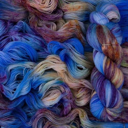 Пряжа уникального лазурного оттенка *Azure