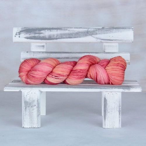 Mavka Coral - популярный цвет пряжи 2019